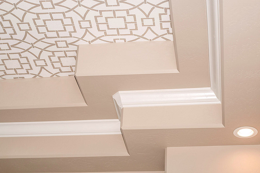 Tray painted ceilings sparing no details.